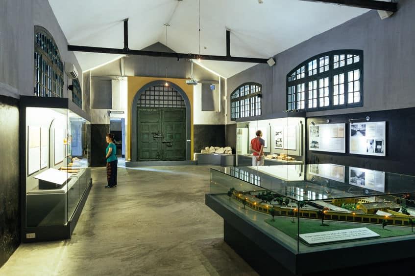 musée prison hoa lo