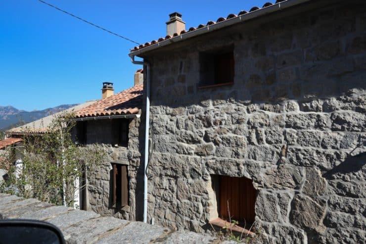 maison en pierre carbini