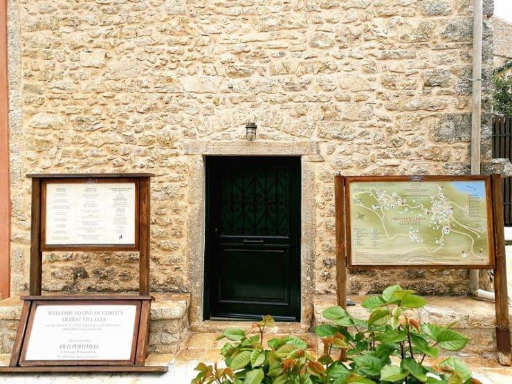 maison en pierre Perithia