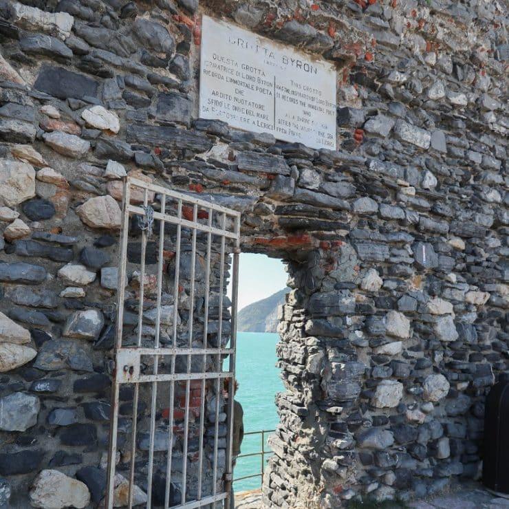entrée grotte byron porto venere