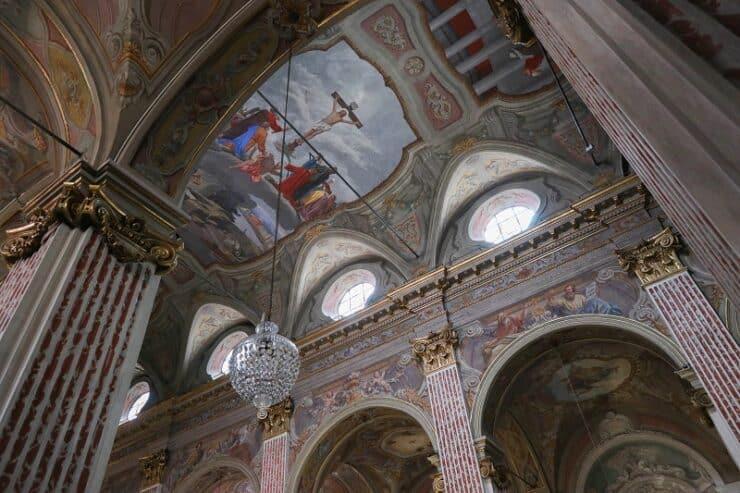 église Santa Maria de Nazareth intérieur